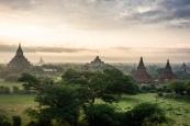 Templos de Bagan al amanecer