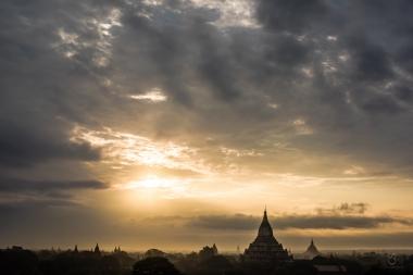Bagan al amanecer