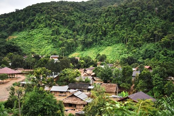 Pueblo en camino a Luang Prabang, Laos