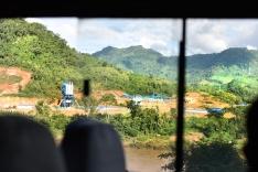 Inversión China en hidroeléctrica... los pasajeros comentaban orgullosos sobre la construcción