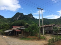 Poblado a orillas de la carretera, en camino a Luang Namtha